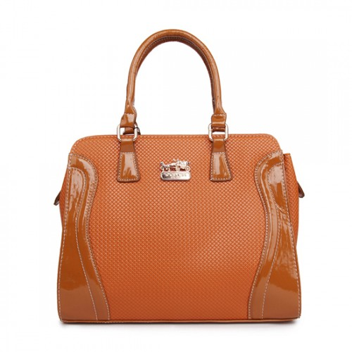 Coach Logo Medium Camel Totes AWG